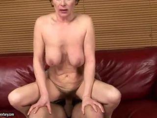 Abuelita gets su peluda coño follada duro