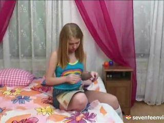 Masturbacja onto jej divan