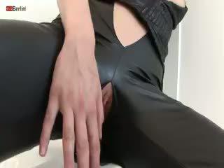 Eroberlin seksual çehiýaly ýaşlar claudie jazz fucks süýji amjagaz