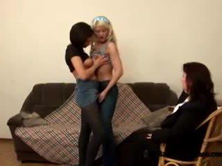 Two innocent thiếu niên students came đến của họ nghịch ngợm chất béo giáo viên đến trở thành đồng tính nữ
