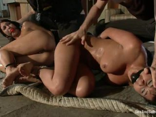 看 sexy yo yo cop girl 看, 满 scared for a big cock, shows their shaved 满