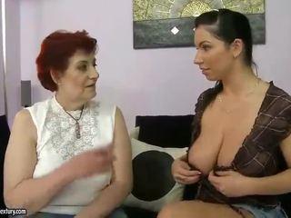 Tłusta babunia i cycate nastolatka appreciating lesbo porno