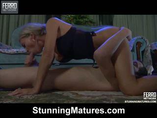Ninette robin nxehtë mami në video