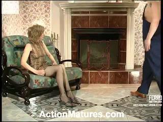 Penelope 和 adam 角質 媽媽 在 行動