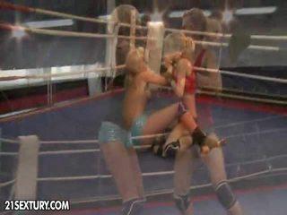 Nudefightclub هدايا laura بلور vs michelle moist