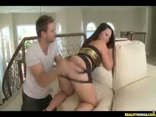 Cami shows את שלה מושלם תחת.