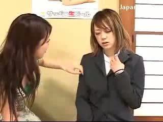 Fiatal lány getting hipnotizált által hölgy hogy erő neki punci licking