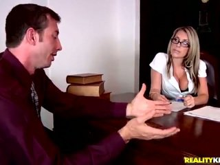 Spicy MILF Chief Courtney Cummz Has Her Hole Eaten In The Office