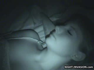 Sexy papusa fingered în somn