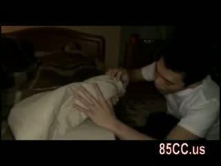 אישה מזוין על ידי husbands חבר ב the מיטה 01