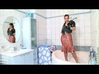 Big Milk Sacks Aria GiovAnni Getting A Hot Body Wash At The Tub