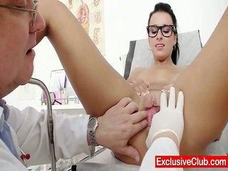 Kirsten cây trong gyno bệnh viện kỳ lạ bush checkup
