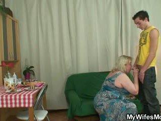 Terangsang oldie seduces putra di hukum