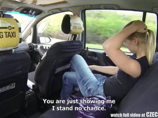 Чешка taxi - білявка підліток gets поїздка з її життя