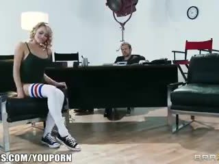Painduv blond dancer mia malkova shows ära tema assets jaoks a roll