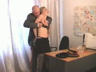 Rus superior ofițer abusing inferior ranked fata soldier video