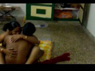 Intialainen chennai aunty huijaaminen kanssa lover hubby ennätys kanssa hiddencam osa 2