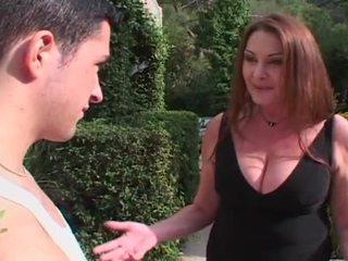 Mesum pirang mom aku wis dhemen jancok entices huge young jago to fuck her upslika burungpun