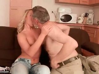 Старий men vs підліток дівчинки