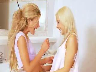 немовля, лесбіянка, блондинка