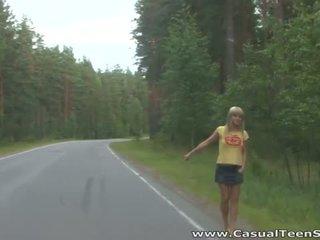 Wie did dies blond teen hitchhiker ende nach oben alle alone auf ein