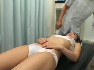 Nastolatka climax breast masaż 1