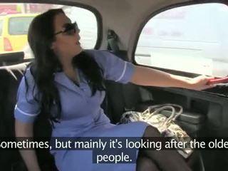 간호사 에 그녀의 제복 엿 에 fake taxi