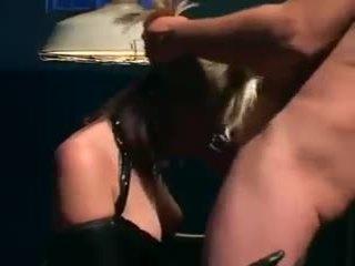 Uniformed 孩儿 性别 在 手套 和 胶乳 女用贴身内衣裤