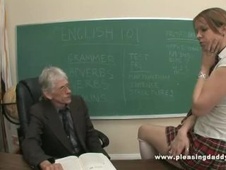Fiatal diáklány szar által neki régi tanár