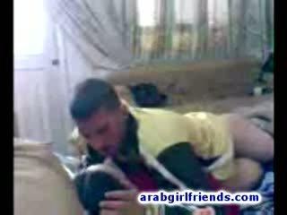 Turned apie arabiškas pora eiti išdykęs dulkinimasis į karštas namų vaizdeliai