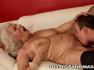 Lusty grandmas: bà norma con điếm còn loves fucking
