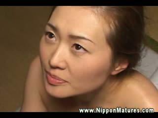Acest matura asiatic wants pentru fi filled în sus cu greu penis