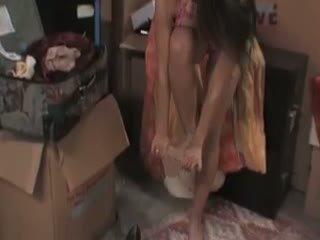 Megan jones cleans/fucks in il seminterrato