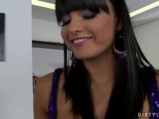 Busty lezbo sasha cane mohl ne očekávat každý longer na dostat ji tělo licked vše přes
