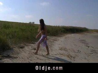 Nagy csöcsök teeny baszás oldman tovább a tengerpart