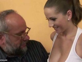 Qij me një blind vajzë porno