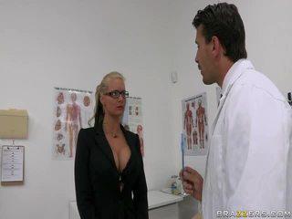 Phoenix marie och doktorn manuel ferrara
