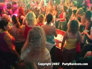 Kuum klubi teismeline tüdrukud keppimine juures metsik öö seks pidu