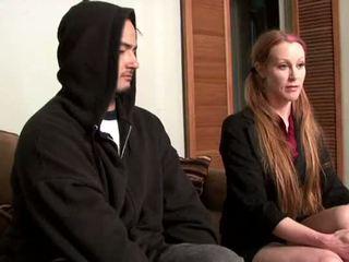 Darby daniels-parole קצין gets knocked את על ידי parolee