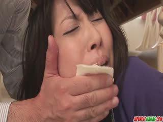 Shtëpiake chihiro kitagawa chokes në një kokosh