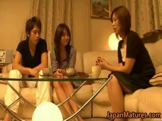 जपानीस मेच्यूर महिलाओं है एक थ्रीसम part4