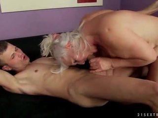 Палав грозен баба чукане а younger мъж