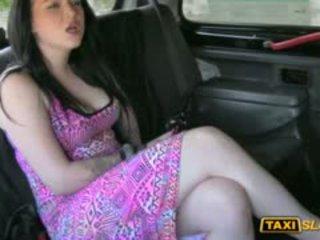 Tattooed iso koekäytössä whore banged varten a vapaa taxi fare