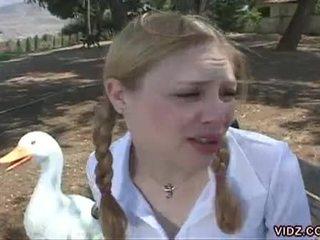 Two geil schoolgirls finger elk ander in de bus