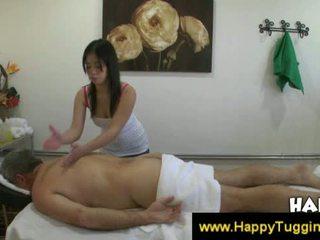 Thajské masseuse fucks zákazník a značky ho semeno