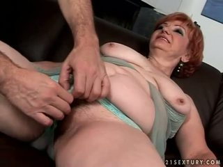 Gros grand-mère enjoying coquin sexe