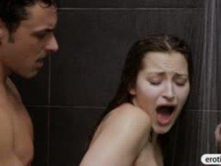 Sexy nena dani daniels mamadas y follada en la baño