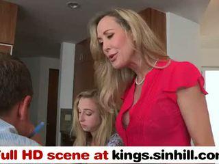 To ngựa con cô gái tóc vàng mẹ teaches cô ấy thiếu niên con gái đến bang - kings.sinhill.com