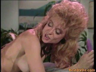 Retro lésbicas licking seu apertada puss