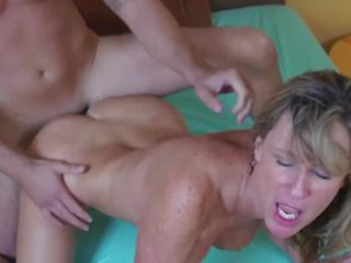 Young Guy for Mom: Free Big Natural Tits HD Porn Video 60